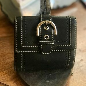 Beautiful Vintage Coach all Leather Buckle Wallet!